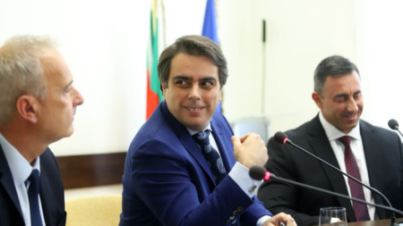 Асен Василев (в средата), Румен Спецов (вдясно) и Павел Тонев.