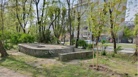 Обществена тоалетна в Морската градина във Варна