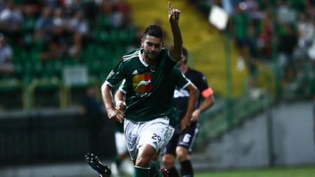 Станислав Костов ликува, след като е вкарал гол във вратата на Берое