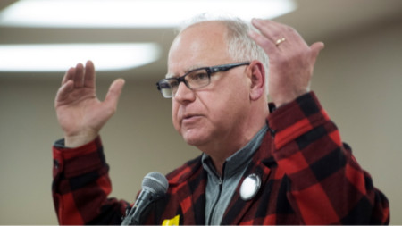 Губернаторът на Минесота Тим Уолц