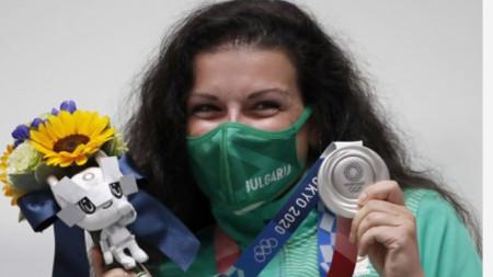 Антоанета Костадинова стана олимпийска вицешампионка в дисциплината 10 м въздушен пистолет.