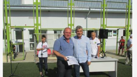 Кмета на община Ружинци Александър Александров и Иво Марков, председател на Областният съвет на БФС– Видин
