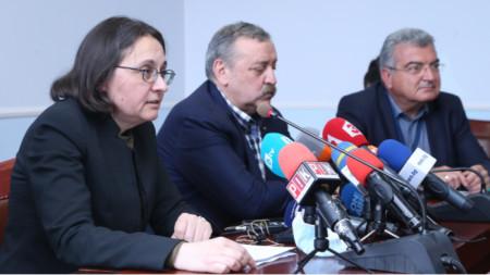 Жени Начева, Тодор Кантарджиев, Данчо Пенчев (вдясно)