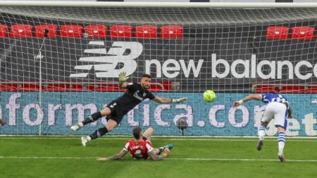 Порту (вдясно) бележи гола за победата.