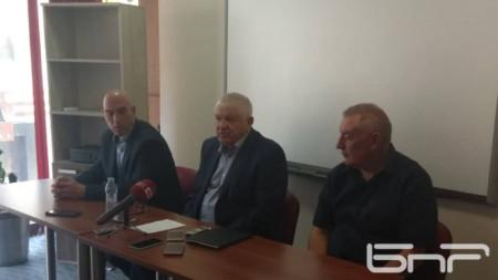 Отляво надясно - Николай Тишев, Петър Кънев и Стойко Танков