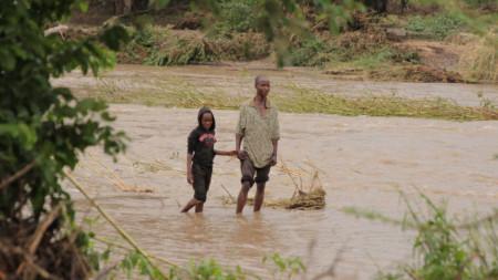 Десетки са жертвите на циклона Идай в Зимбабве.