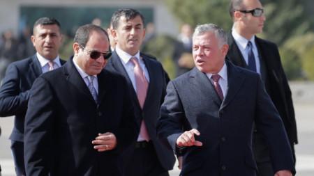 Абдел Фатах ас Сиси (л) и крал Абдула Втори (д)
