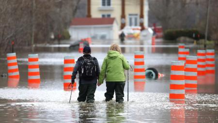 Наводнения в канадската провинция Квебек, където един човек загина, а над 900 бяха принудени да напуснат домовете си.