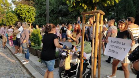 Протест на родители в София
