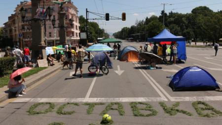 Възловото кръстовище в центъра на София – Орлов мост остава блокирано и не се пропуска движението на МПС.