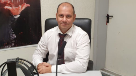 Деян Славов в студиото на