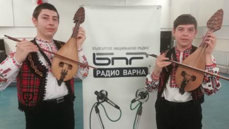 Симеон Илиев и Асен Станоев в звукозаписното студио на Радио Варна