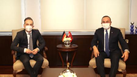 Хайко Маас с турския си колега Мевлют Чавушоглу.