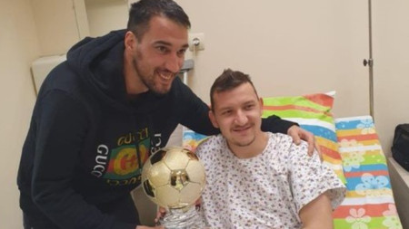 Ивелин Попов трогна Тодор Неделев в болницата