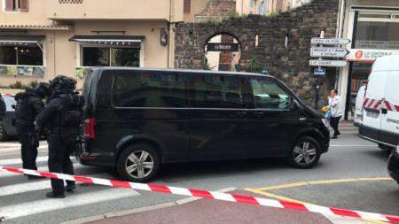 Полицейската блокада в историческия център на град Сен Рафаел, намиращ се на Френската Ривиера.