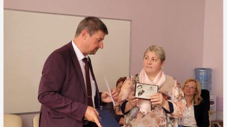Юлиян Петров връчи награда