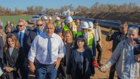 Премиерът Борисов и енергийният министър Петкова провериха изграждането на интерконекторната връзка Гърция-България