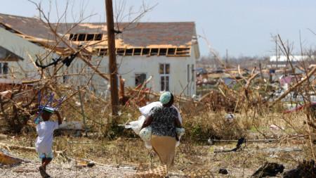 Ураганът Дориан премина през Бахамите с 295 км в час и се насочва към САЩ