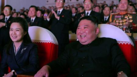Ким Чен-ун със съпругата си И Сол-джу, 16 февруари 2021 г.