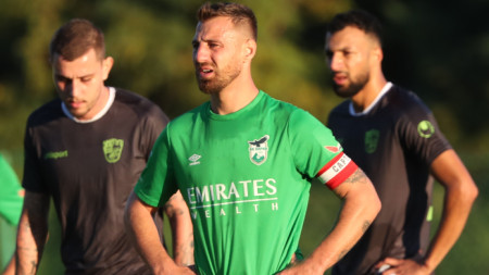 Николай Бодуров беше изгонен в 34-ата минута.