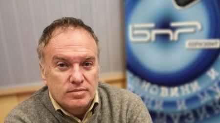 Проф. Владимр Чуков в студиото на БНР
