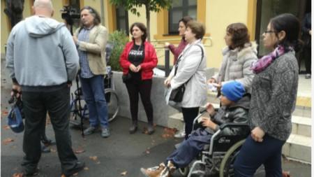 Протестът на родители на деца с увреждания в Бургас