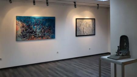 """Картини от изложбата """"Съвременно българско изкуство"""" в Артгалерия НДК, в която са представени 22-ма български художници."""