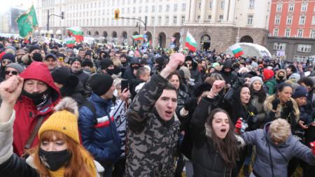 Национален протест на собствениците и персонал на затворени заведения се провежда в София под мотото