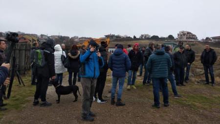 50-ина души протестираха днес срещу застрояването в района на местността Германката край Созопол и ограничаване на достъпа до морето.