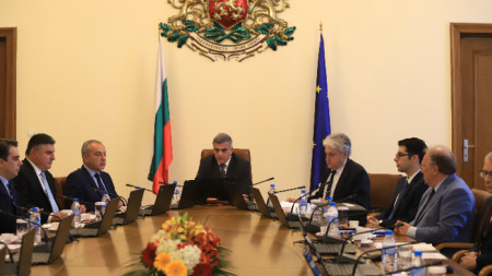PM Stefan Yanev (C) at the Council of Ministers meeting