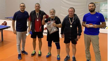 Петър Тодоров (в средата) спечели четвърти пореден турнир.