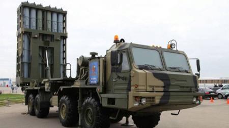 """Разполагането на С-350 """"Витяз"""" е дълго планирана стъпка за замяна на остарелите системи за противовъздушна отбрана С-300."""