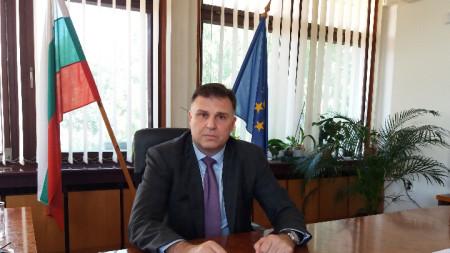 Официалната снимка на областния управител от страницата на администрацията е  използвана във фалшив профил