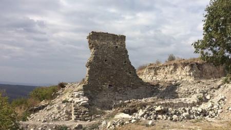 Останките на една от крепостните кули