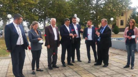 Kaolinovo Belediyesi önünde karşılama.