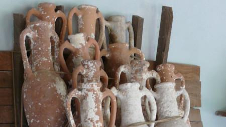 Корабът от римско време е превозвал амфори, най-вероятно от Сирия или Киликия.