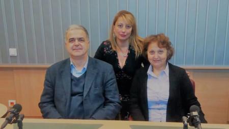 """Проф. Здравко Каменов, Мария Христова и доц. Даниела Попова (отляво надясно) в студиото на програма """"Христо Ботев"""""""