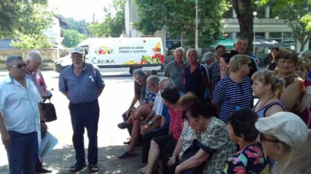 Инж. Антон Гълъбов от ВиК на среща с недоволни жители на Зелениково