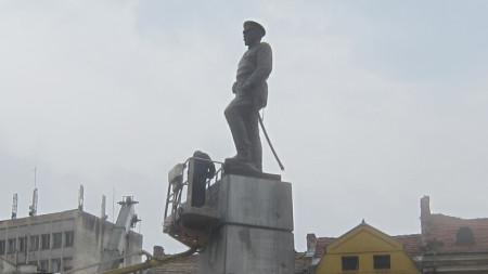 """Паметникът, който се издига на площад """"Свобода"""" в Плевен, ще бъде официално открит в събота, 16 ноември."""