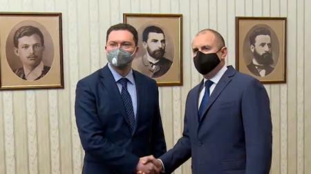 Rumen Radev (d.) y Daniel Mitov