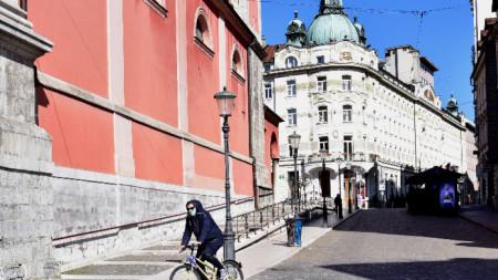 Любляна наложи строги карантинни мерки за борба с разпространението на коронавируса.