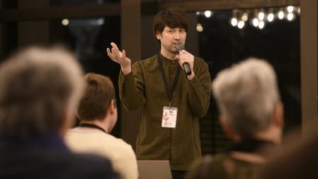 Мика Джонсън по време на представянето на проекта му в София.