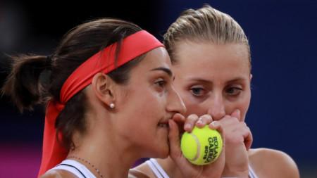 Каролин Гарсия (вляво) и Кристина Младенович донесоха победата на Франция.