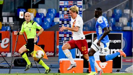 Никола Дзаниоло (в бяла фланелка) се завърна в игра за Рома след 5 месеца лечение.