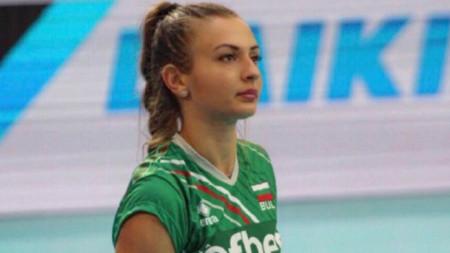 Симона Николова