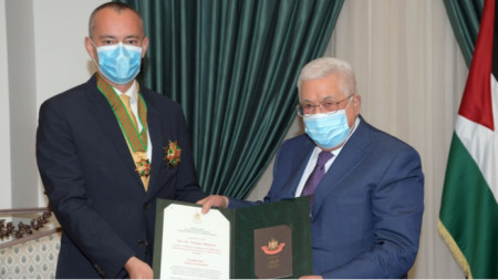 Младенов и Абас