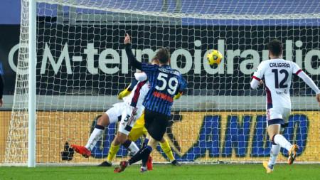 Миранчук бележи първия гол за Аталанта в мача.