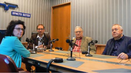 """Весела Капитанска, Александър Райчев, Панайот Рандев и Харалан Александров (отляво надясно) в студиото на програма """"Христо Ботев"""""""