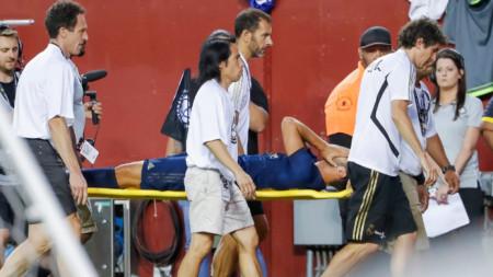 Изнасят Марко Асенсио на носилка от терена.