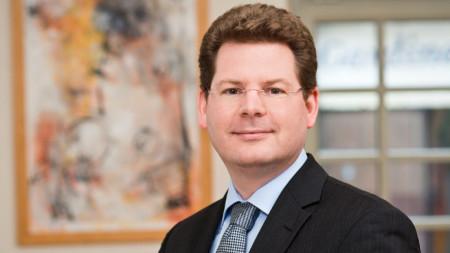 """Проф. Оливер Холтемьолер - вицепрезидентът на влиятелния икономически институт """"Лайбниц""""."""